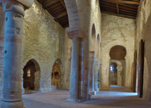 Monasterio_de_San_Millan_de_Suso._Interior_de_la_iglesia